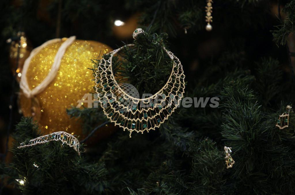 時価9億円!?アブダビに超豪華クリスマスツリー登場