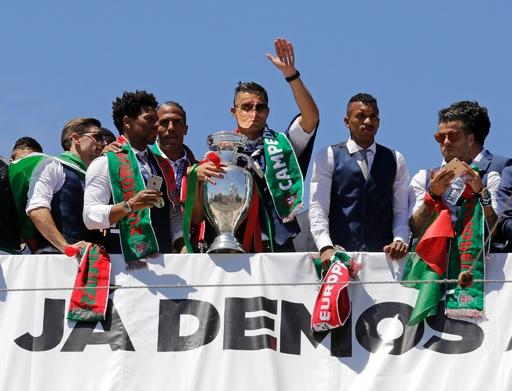 欧州王者ポルトガルが凱旋、母国で英雄的に迎えられる