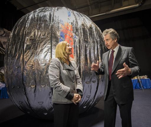 NASA、月探査で民間企業と協力へ