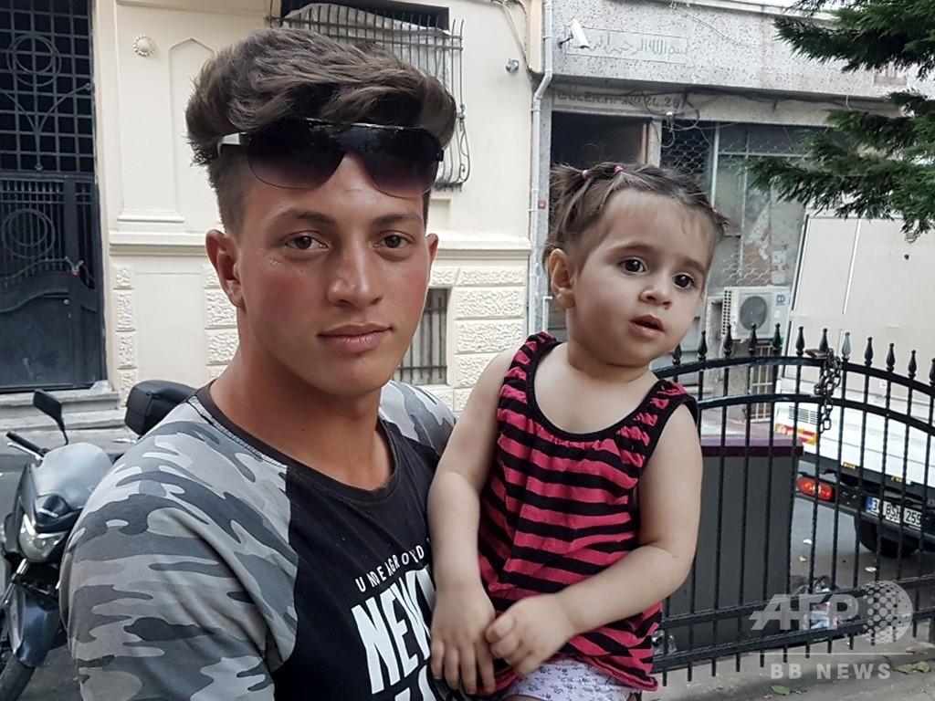 階上から幼児落下、17歳少年がキャッチした動画拡散 トルコ