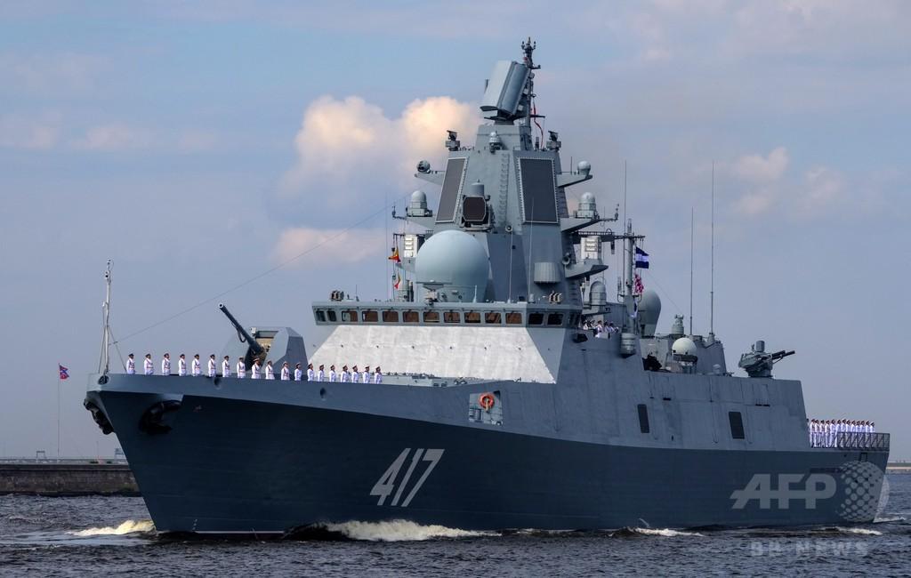 ロシア軍艦が英領海に接近、英フリゲート艦が警戒監視