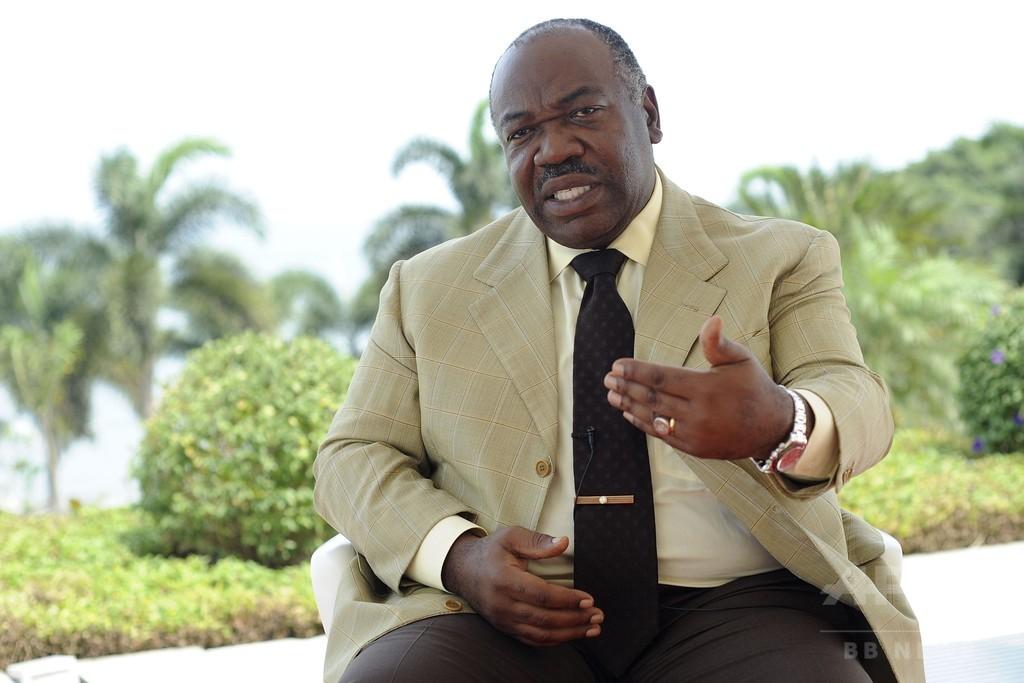 ガボン議会にデモ隊が放火、大統領再選に怒り