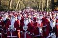 サンタが走る!ロンドンで恒例の仮装ランニングイベント
