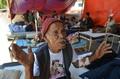 ネパール大地震、101歳「がれきの下に7日間」は間違い