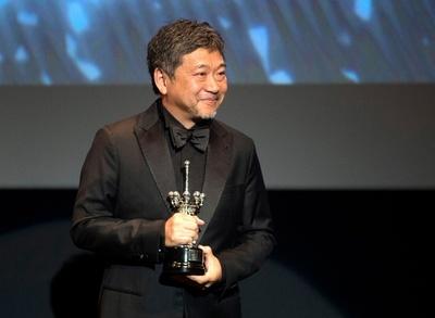 是枝監督、サンセバスチャン国際映画祭で生涯功労賞 涙見せる一幕も