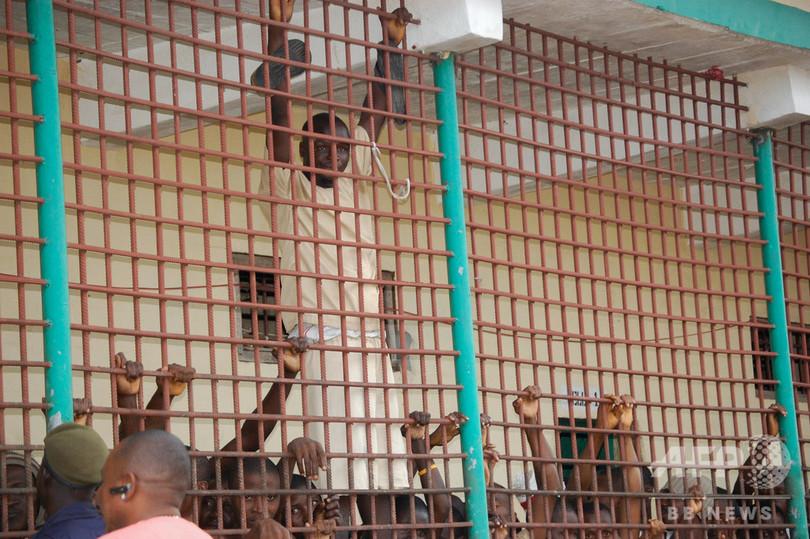 「適応者だけが生き残るジャングル」 シエラレオネの劣悪な刑務所、改善の動きも