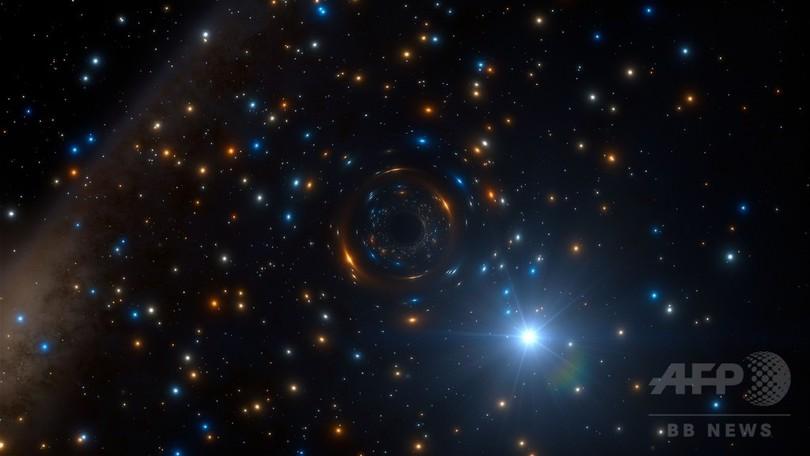球状星団の中でブラックホールを周回する恒星、ESOが想像図公開