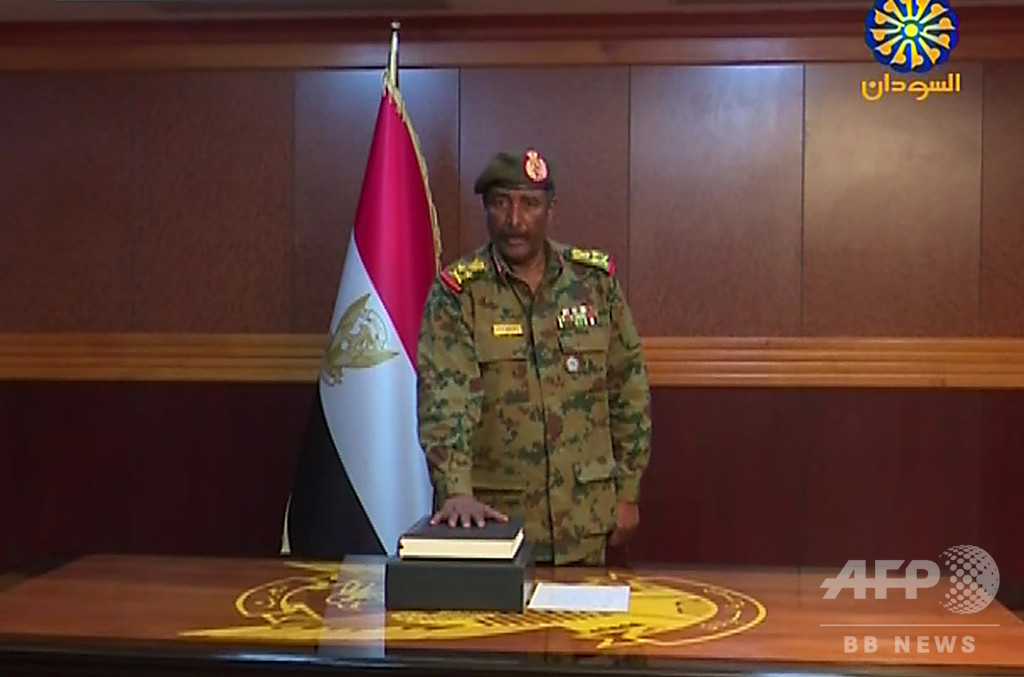 スーダン軍事評議会議長、就任1日で辞任 デモ隊「民意の勝利」と歓迎