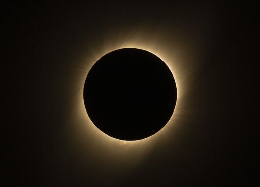 南米チリやアルゼンチンなどで皆既日食、天文ショーに観光客集う