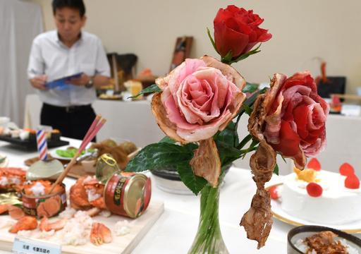 バラ肉の花束に角煮のジェンガ?食品サンプル会社のおもしろコンペ