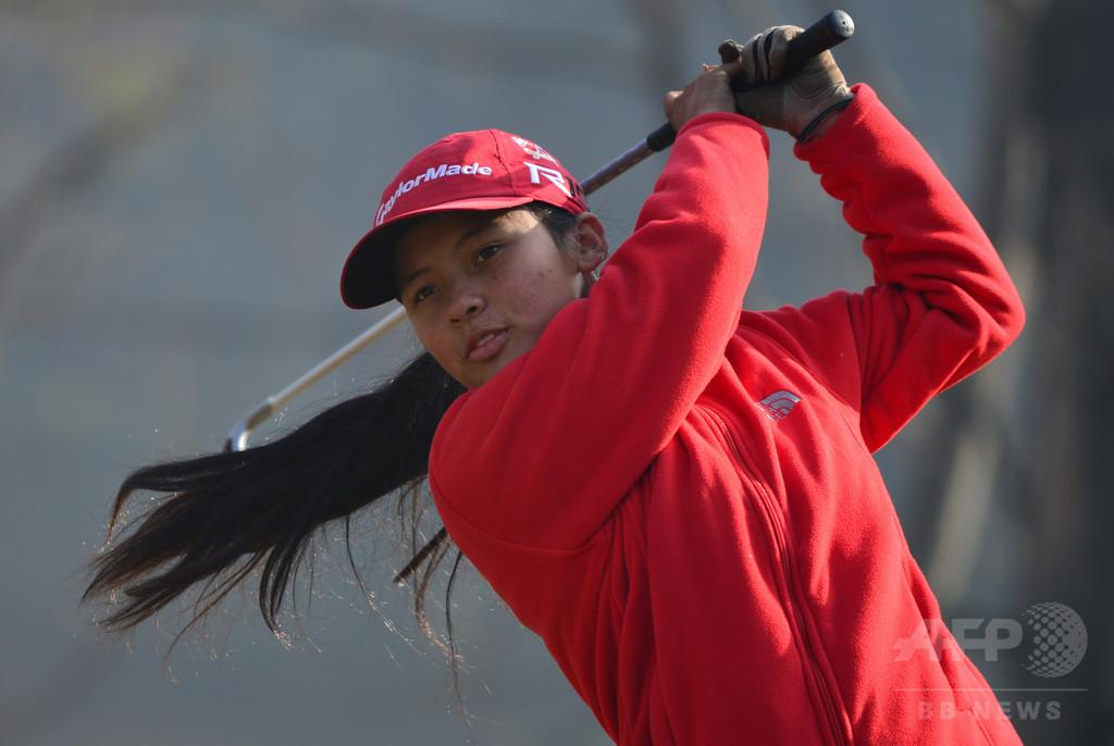 ネパール初のプロゴルファー目指す18歳、ウッズから個人指導