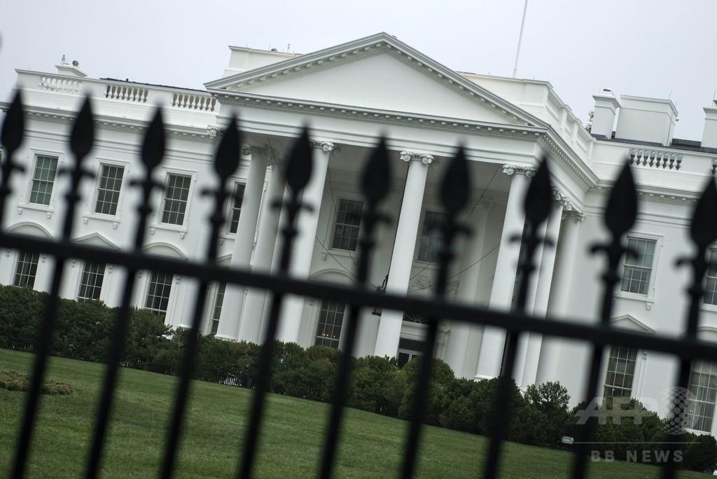 ホワイトハウス侵入男、大統領一家の居室近くまで到達 米紙
