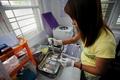ミャンマーの性労働者に広がるHIV、仲間で支援