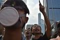 香港デモ隊、数十人のマスク集団と衝突