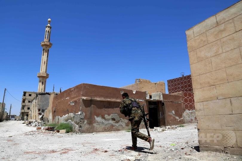 シリア民主軍、ISの「首都」ラッカを完全包囲 最後の退路断つ