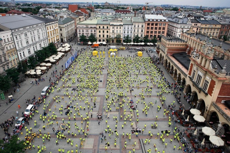 W杯開幕日、ポーランドで1444人がリフティング ギネス世界記録