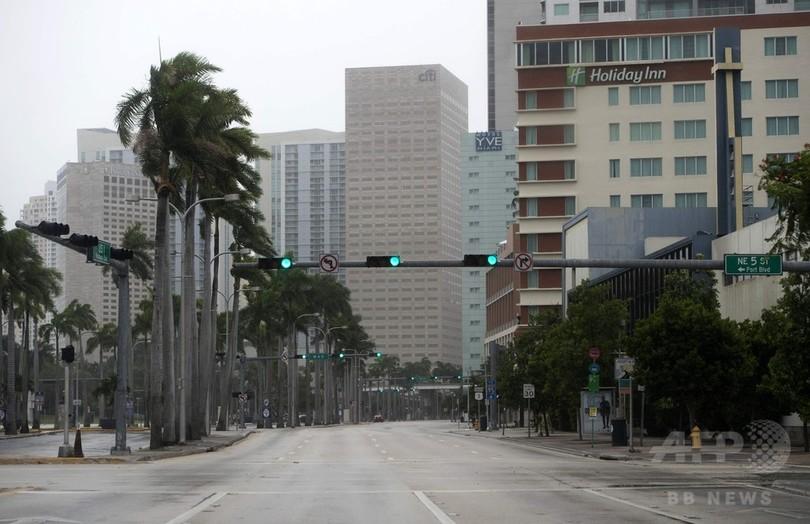 ハリケーン「イルマ」接近の米マイアミ、ゴーストタウン化 勢力は再びカテゴリー4に