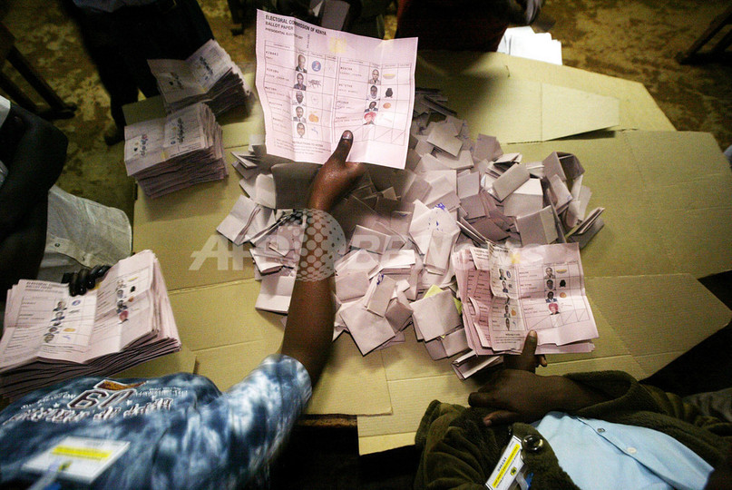 開票作業遅れるケニア大統領選、非公式結果では野党候補が優勢