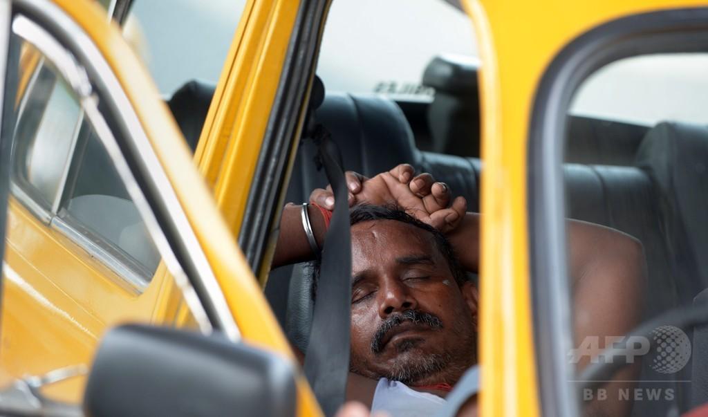 インド熱波、死者800人超に 首都で道路溶ける