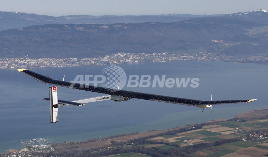 スイスのソーラー飛行機、高度1200メートル達成 世界一周に弾み