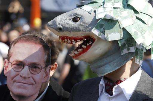 【今日の1枚】家賃高騰の象徴はサメと市長?