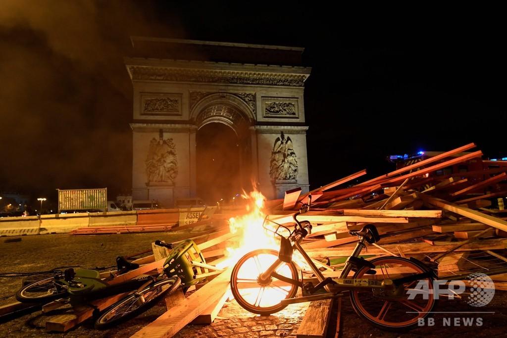 仏で抗議デモ続く シャンゼリゼ通りで警察と衝突も