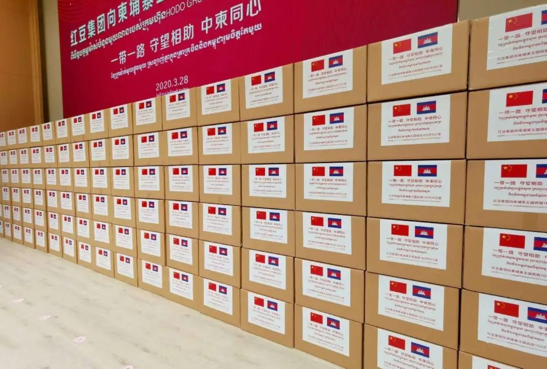 中国の大手アパレル企業、カンボジアにマスク100万枚を寄贈