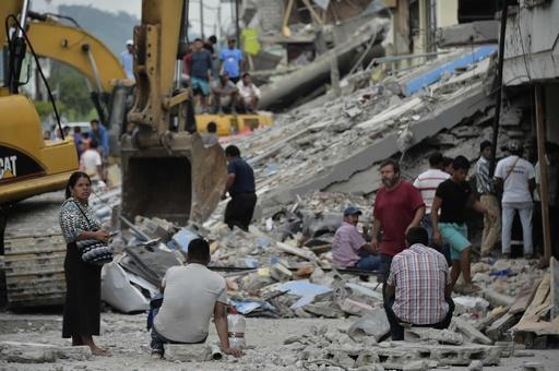 大地震のエクアドル、刑務所から100人が脱走