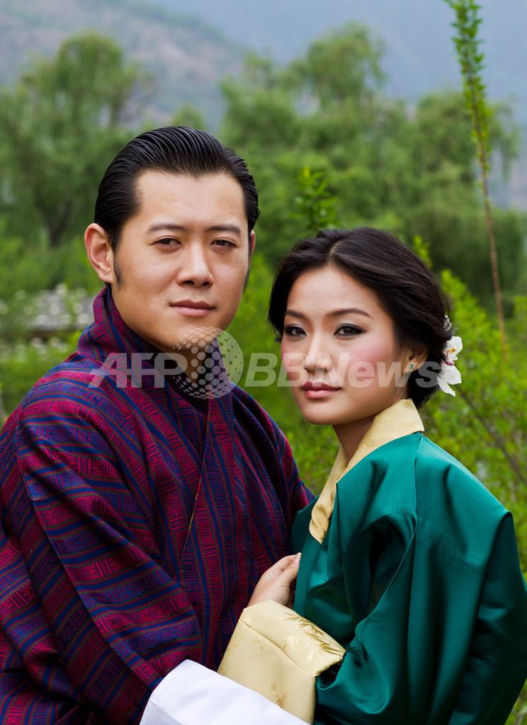 ブータンにもロイヤルカップル誕生、若き国王のお相手は20歳学生