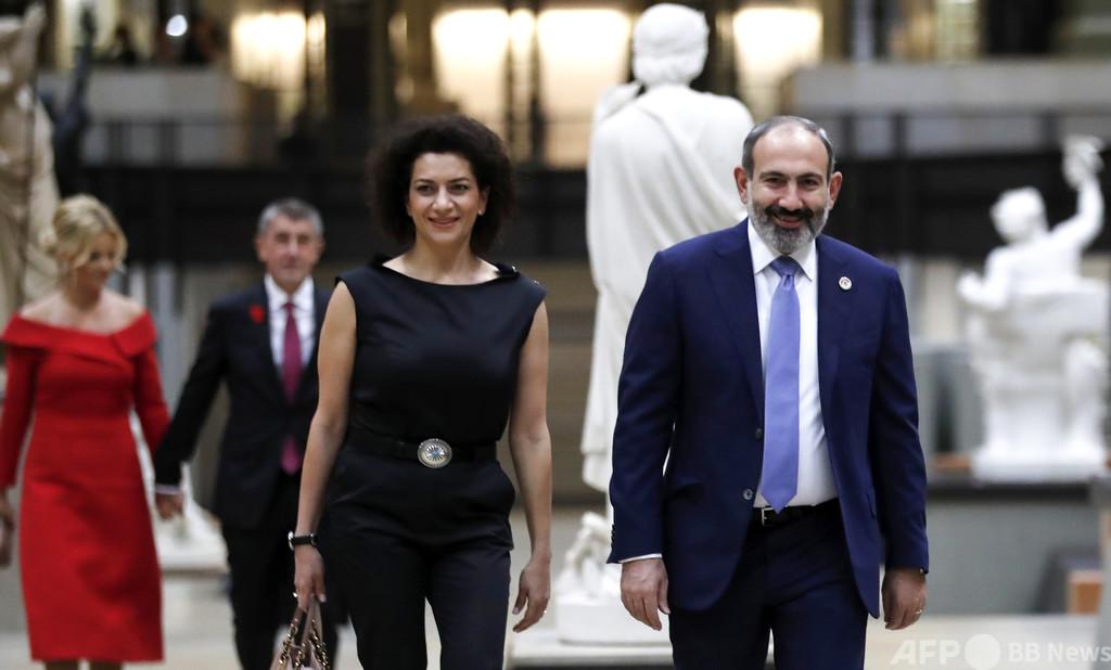 アルメニア首相夫人、戦闘訓練に参加 ナゴルノ紛争2か月目