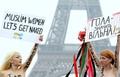 トップレスでイスラム教社会の「女性差別」に抗議、パリ