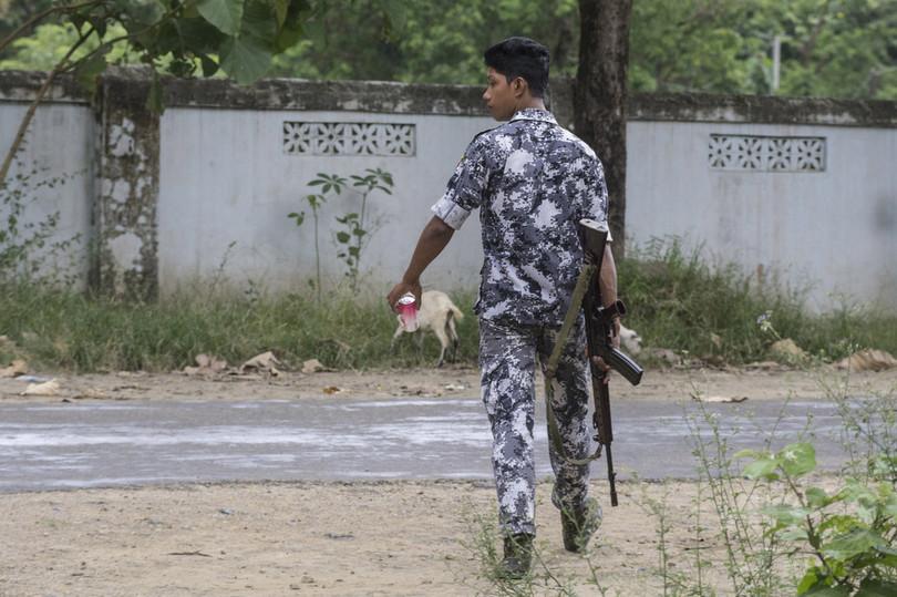 ミャンマー西部で待ち伏せ攻撃、警官9人死亡 ロヒンギャの犯行か