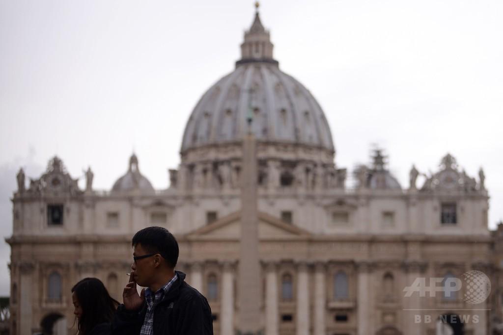 ローマ法王、バチカンでのたばこ販売禁止 世界に模範