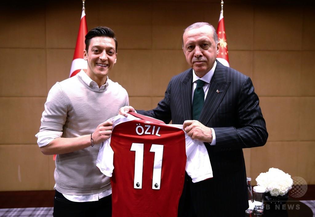 エジルの代表引退は「ファシズムに対するゴール」、トルコ閣僚が称賛