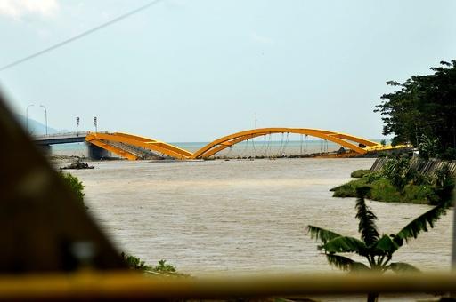 インドネシアのM7.5地震・津波、死者420人に さらに増える恐れ