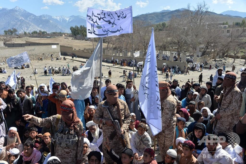 タリバン、アフガン各地で政府軍基地を十数回攻撃
