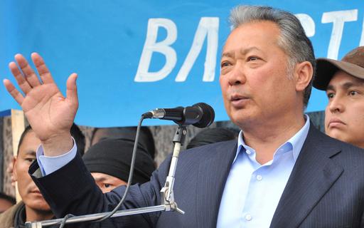 キルギス大統領が辞任、カザフスタンへ出国