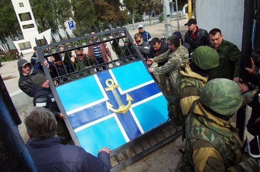 親ロシア派がウクライナ海軍司令部を占拠、長官を連行