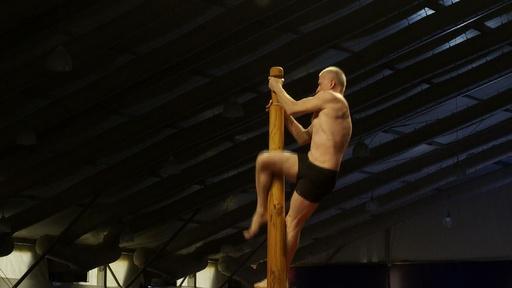 動画:ポール上のヨガこと「マラカーンブ」、インドで初の世界大会