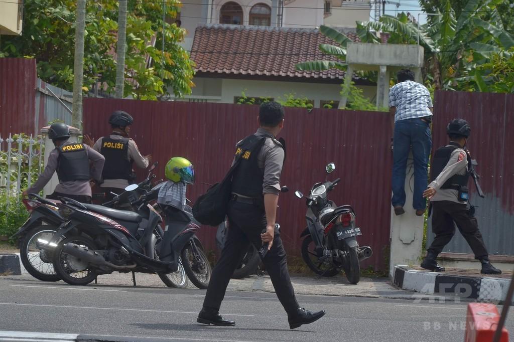 インドネシア警察、刃物で本部襲った4人射殺 警官1人死亡