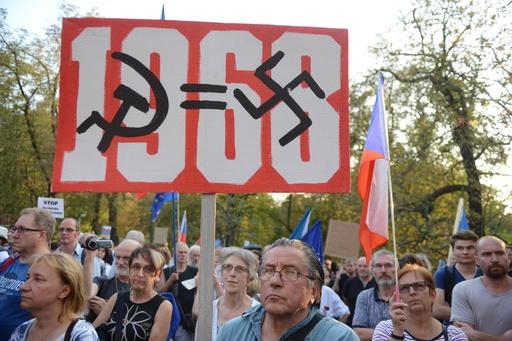 「プラハの春」弾圧から50年、犠牲者を追悼 反ロシアデモも チェコ