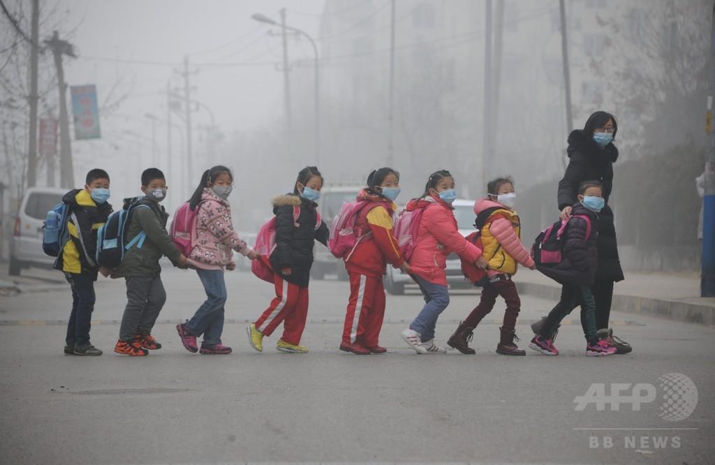 中国、大気汚染で10都市に「赤色警報」