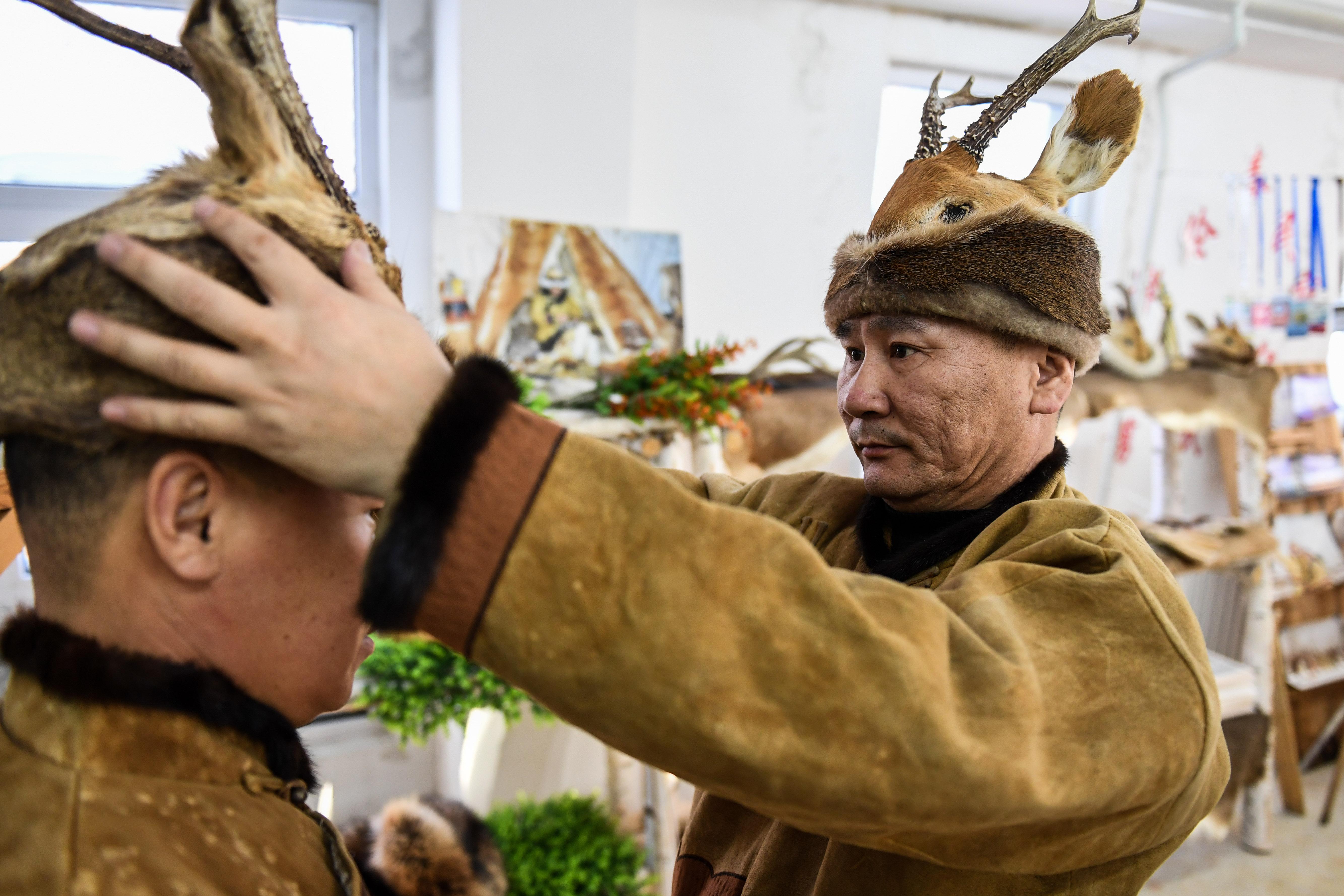 狩猟民の必需品を観光土産に オロチョン族の集落を訪ねて