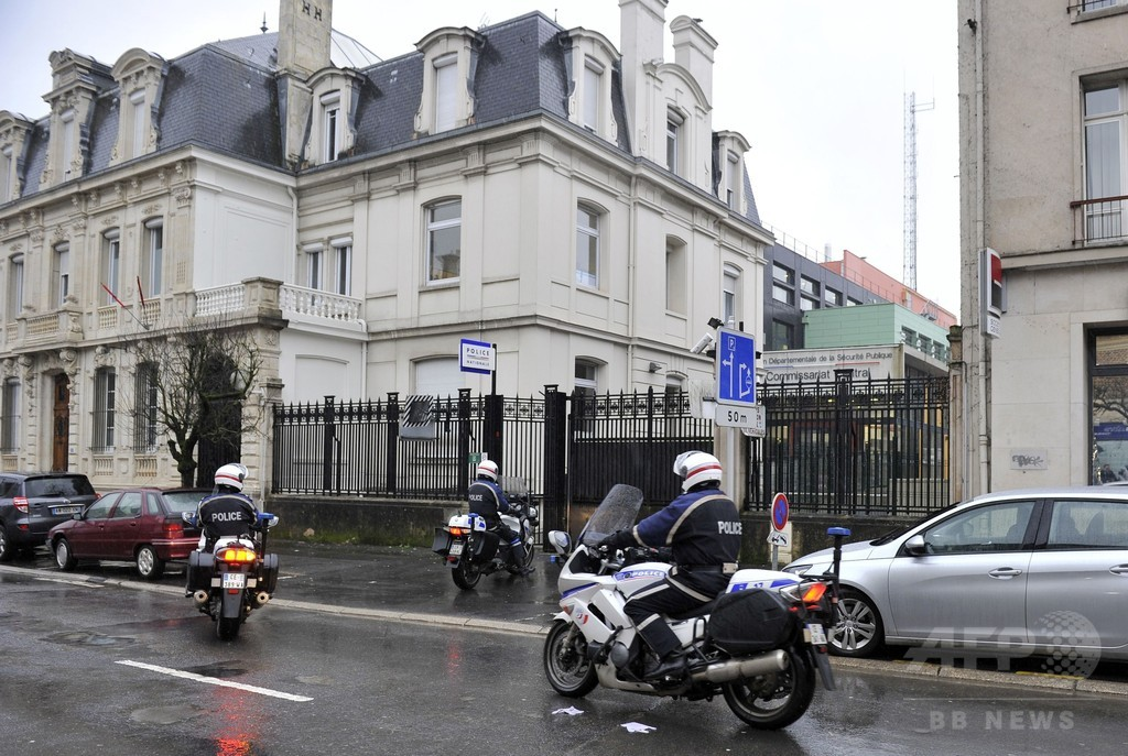 仏紙襲撃事件の10代「容疑者」、心境を告白