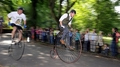 19世紀の「ダルマ自転車」で疾走!10年に1度の面白レース 英国