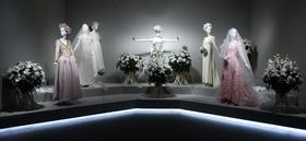 ユベール・ド・ジバンシィ初の回顧展、マドリードの美術館で開催
