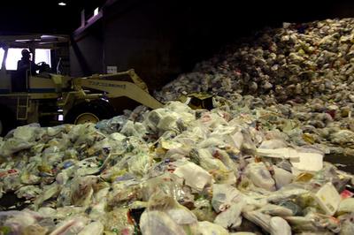 日本にたまるプラごみ増、中国の輸入禁止受け 環境省報告