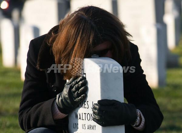 戦死者にクリスマス・リースを、米アーリントン国立墓地