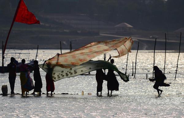 ガンジス川の水、郵便で宅配可能に インド政府が通販サイト整備へ
