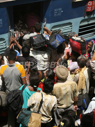 席めぐり口論、5歳児を列車から投げ出す インド